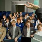 """他人を気にするな! """"自分の発声""""で語れば、人生は変わる!? 人気自己啓発セミナーの教え"""