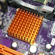 過熱するスマホ・PCの放熱市場~軽薄短小化で深刻化する機器の放熱ツールが続々