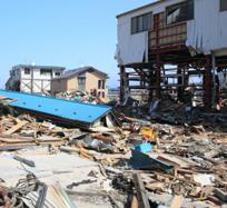 大地震後に自社からボランティアは出さず、説教だけはする巨大新聞社
