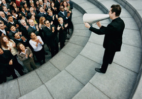 仕事相手や上司に好かれ、人生を変える巧みな言葉の使い方?自ら私生活をさらせ!