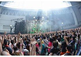"『VIVA LA ROCK』初日速報レポート ""音楽と遊べる""都市型フェスの魅力とは"