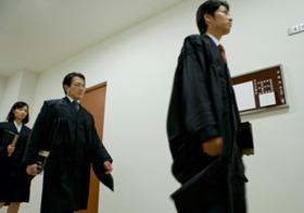 崩れゆく弁護士像!! 女に不慣れ、低所得、22時間労働… ~弁護士が考察・法務省官僚盗撮事件はなぜ起きたのか?~