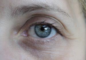 """視覚障がい者の目が""""見える""""ようになる!? 「スマートメガネ」"""
