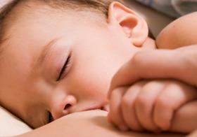 母乳育児の弊害も !? 外で遊ばなくなった子どもたちを襲う「くる病」という脅威