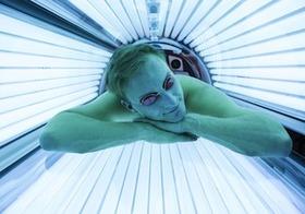 """「日焼けマシンは皮膚がんになりやすい」は本当?""""18歳未満は特に危険""""と米国当局も警告"""