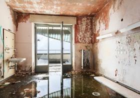 深刻な実家整理問題、激増する老朽化マンション…どう解決?超高層型は廃墟化の恐れ