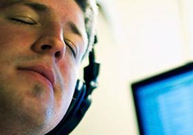 仕事中に音楽を聴くのは有効か?(英研究)