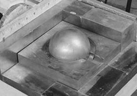 【臨界事故ミステリー】悪魔の球体デーモン・コア― 1人の学者がプルトニウム塊にブロックを積んだその時…