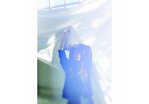 """片平里菜は""""ギタ女""""枠を抜け出した 半年ぶり新作で提示するアーティストとしての成長"""