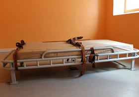 略奪ヘルパーに食い物にされる老人たち 強制入院させ、自宅乗っ取り全財産横領