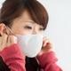 マスクでは風邪も花粉も防げない?買うだけお金の無駄 プリーツ型も立体型もダメ