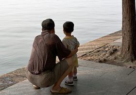 """""""ツケ""""の抵当に孫娘を質入れ!? 出稼ぎ人口3億人の中国で深刻化する、祖父母のネグレクト問題"""