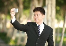 SNSに「自撮り」を大量投稿する男性はヤバイ?