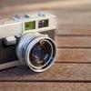 なぜ同じメーカーのカメラを買い続ける?競合他社を排除する「製品ピラミッド」より考察