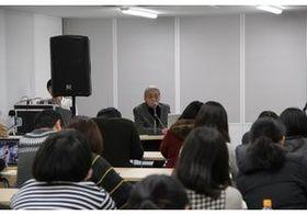 細野晴臣が京都精華大学で特別講義 自身の土台を作ったテレビ文化と、音楽史の「特異点」を語る