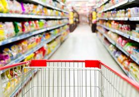 食品に針混入…深夜ガラガラのスーパー、犯罪し放題では?経費削減が客を危険に?