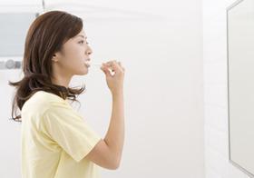市販の歯磨き剤は危険?歯周病の原因に?発がん性や毒性含有の恐れ