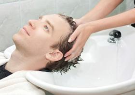 男性用化粧品は使ってはいけない?シャンプー、洗顔フォームは肌が荒れる、石けんがよい?