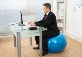 """慢性的な腰痛は""""座り方""""のせい 腰に負担がかからない正しい姿勢とは?"""