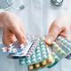 薬4剤併用で命の危険 異常な薬漬けの日本人、副作用死は年10万人以上?