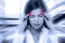 片頭痛はストレスホルモンが原因!? 脳血管を収縮させるセロトニンのしくみ