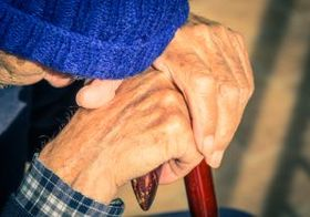 介護者を置きざりにした法改正 他者に頼りたがらない男性介護者はさらに孤立