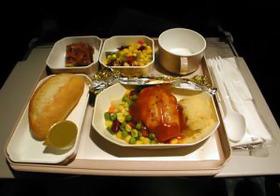 時差ボケを防ぐ機内食 夕食から朝食までの時間をコントロールして体内時計をリセット