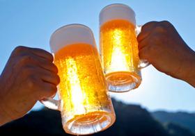 「尿酸値高めの人はビールNG」のワナ お酒は全部NG、肉や魚はもっと害?