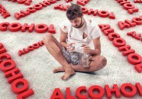 高収入ほど過剰飲酒になりやすい!? 学歴の高さ、健康状態の良好さがリスクに