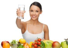 食前500mlの水を飲むだけで痩せやすくなる? ペットボトル1本分の水でダイエット効果アップ