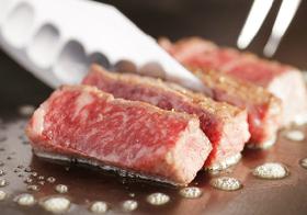 ブーム続く「エイジングビーフ」熟成された肉の旨さの正体はカビ?