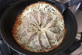 チーズ羽根つきパリパリ餃子の簡単レシピ!ジューシー仕上げの秘訣はこれだ!