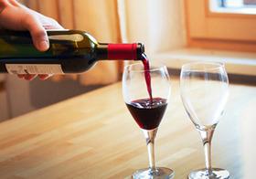 「ワインを飲んで頭痛」は警告反応!原因は有毒ガス?内臓障害やビタミン欠乏の恐れも!