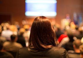 国家的会議で3百名の錚々たる学者を「ザワつかせた」女子高生の鋭すぎる質問とは?