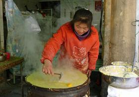 中流日本人の年収も超えた! 年収400万円稼ぐ、中国農村出稼ぎ民が売っているものとは
