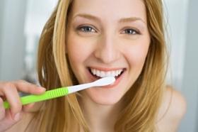 毎日の歯磨きだけでは危険!口内に細菌の塊、虫歯や歯周病、歯を失うおそれも