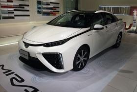 トヨタの燃料電池車ミライ、実はエンジン車よりずっとCO2排出量が多い?
