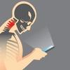 スマホのやりすぎで危険な健康被害!肩・かかと上げ&体ひねるだけで疲れがとれる?