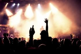 あの人気グループ、ファンから批判噴出…金儲け丸出し商法、ショボいライブ、イベント欠席