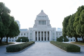 安倍首相、「なんとしても消費増税したい」財務省と対立が先鋭化…増税回避の秘策を用意か