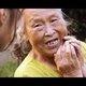精霊のような老婆に導かれし公営住宅の暮らしーー20代女性監督が撮った『桜の樹の下』の魅力