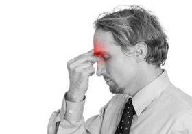 片頭痛は「青色」の光で悪化し、「緑色」の光で良くなる!?