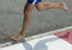 裸足で走ると情報処理能力がアップする?足の筋肉や機能向上にも!