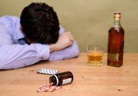 トランプ氏の得票率が高い地域は白人の死亡率も高い?「酒と不況と男と自殺」の相関図