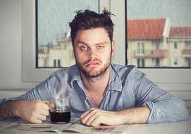 睡眠不足が続くとカフェイン摂取の意味なし!「潔く仮眠」が一番効果あり?