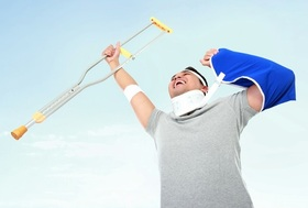 その保険、本当に必要?手厚い公的保険、知ってる?治療代返金、休業・入院時の生活費補償