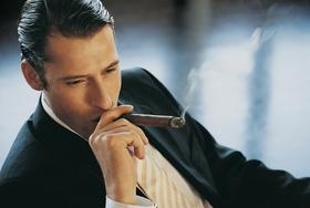 喫煙者だけ許されたたばこ休憩、年間休日19日に相当?法的には全社員禁煙強制できる!