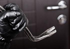 全裸の不法侵入&窃盗犯が急増!素っ裸で部屋物色→警察に連行…証拠が残らない?