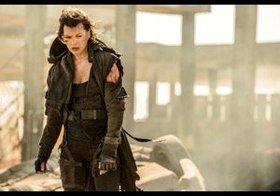 『バイオハザード:ザ・ファイナル』、新場面写真でミラ・ジョヴォヴィッチが荒廃した街にたたずむ