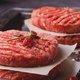 肉の生焼き・生食は要注意!死亡例も…テレビ番組で堂々と「グルメ」扱いで紹介